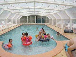 En Pleine nature, pres de Sarlat, gite avec piscine couverte et chauffee