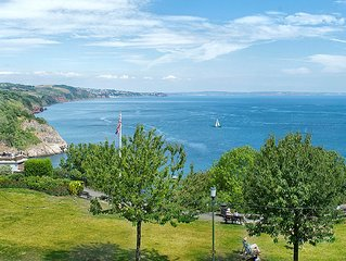 Beautifully located one bedroom apartment with sea views