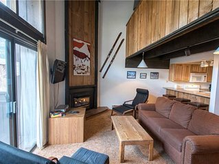 Ski-in/Walk-out condo, outdoor hot tub, free wifi, parking, athletic club