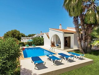 Traditional Villa w/great views a short drive to the beach!