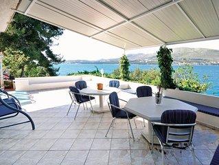 5 bedroom accommodation in Okrug Donji