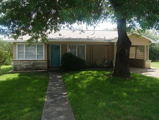 Charming Bungalow in Historic District near Downtown Bryan