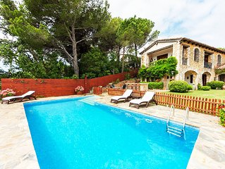 Villa in Cala Canyelles with private pool, A / C, wifi, 6 bed and table tennis