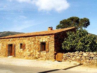 Maison de caractère, pierre sèche, plages à 50 m, 150 m de Galéria, pour 2