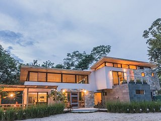 Modern beach Villa - Property can accommodate up to 16 pp - close to the beach