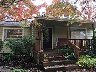 Cozy basement apartment 5 blocks from U of O! Great neighborhood!