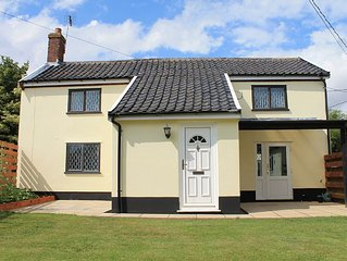 A Norfolk Gem. Beautiful Beamed Cottage with Modern Living. Sleeps 5. Free wifi.