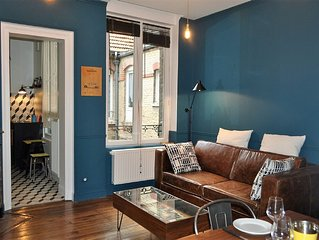 Cottage downtown Reims 75 eur 24/24 with covered parking in front of the buildi