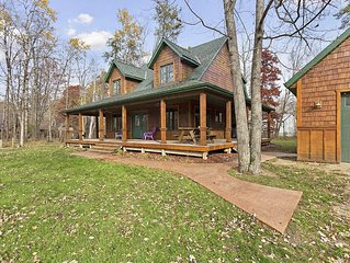 Lovely Home on a Quiet, Tree-Lined Street in Cross Lake - Close to bars & dining