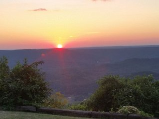Beautiful Sunset Views From The Edge Of Scenic Lookout Mountain Near Chattanooga