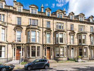 The Edinburgh Drawing Room - Luxury City Centre Apartment in Central Location.