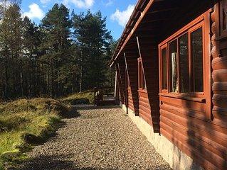 4 bedroom classic log cabin in beautiful pine trees, free wi-fi, close to skiing