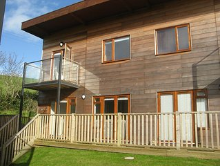 Modern 3 bed, pet friendly, house, close to beach in Porthtowan, 2017 dates live