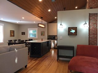 Hirschbach Haus- Renovated 1936 Farmhouse 1 Mile S of Main St on 1 Private Acre