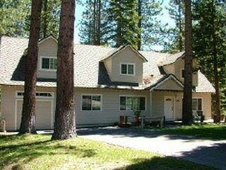 V9-tahoe Retreat - Large Lot, Spacious Living Area, Back Deck With Hot Tub!