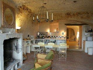Maison Troglodyte Lavardin, l'un des plus beaux villages de la France