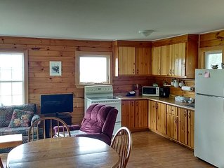 Beautiful 2 Bedroom Cottage on Private Lot