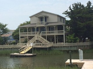 Beautiful wraparound porch,  new boat dock, water on two sides, secluded,