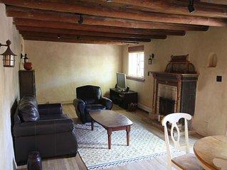 Beautiful, Historic, Spacious 2 bedroom Casita just 3 blocks from Canyon Road
