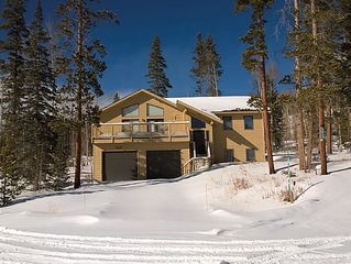 Summit County Cabin with beautiful mountain views and near 5 ski resorts!