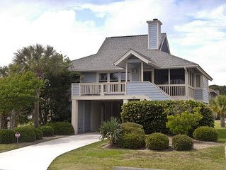 Cozy Cottage Just A Short Walk To The Beach- Private Deck and Outdoor Shower!