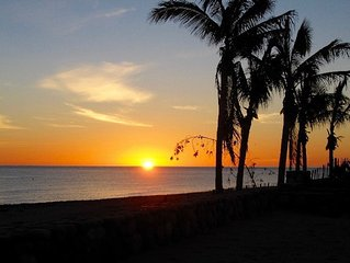 Charming, Peaceful Beach House close to Pickleball. A great place for couples