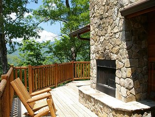 Watershed 9, Cozy Cabin with Private Outdoor Fireplace by the Patio, Perched Hi