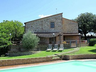 Tuscan rustic house with swimming pool between the vineyards and olive groves