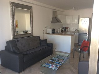 Sea view, opposite beach, centrally located, modern 3-room appartment, parking