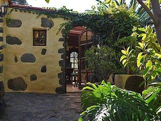 Gemütliches kanarisches Landhaus in tropischem Garten mit traumhaftem Blick