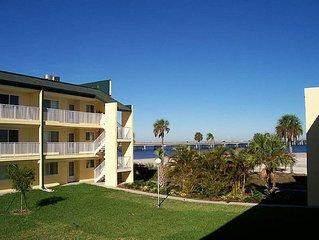 Beautiful 2 + 2 Condo Overlooking Charlotte Harbor in Downtown Punta Gorda