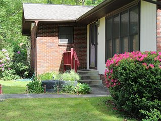 Heart of Brevard - Tranquil brick bungalow in town