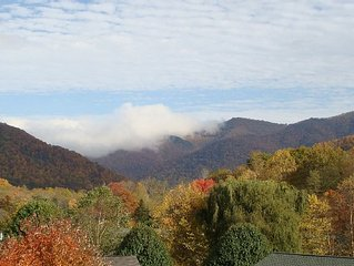 4 Bedroom, 3 Bath Log Cabin,Sleeps 10, Awesome Mountain Views, Maggie Valley