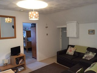 2 bed apartment sleeps 5, close to beach and village