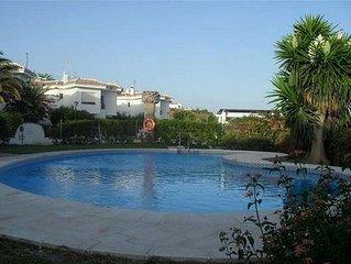 Las Violetas Casa con WIFI gratis, jacuzzi y aire acondicionado, piscina