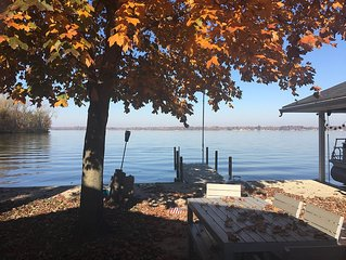 4 BR 2 Bath - Indian Lake Ohio Sunset Cottage Directly on the Waters Edge.