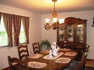 Albany Vacation Getaway! 4 Large Bedrooms  | 8 Guests!
