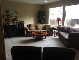 2,800 Sq ft Sammamish 4 Bedroom Home -Perfect for Thanksgiving and vacation!