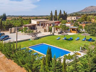 Mallorcan Finca 10 sleeps with private pool and bar