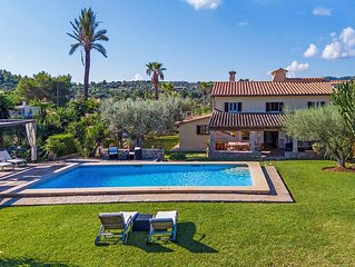 6-bedroom Villa large gardens & pool