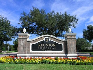 Luxury Three Bed Reunion Vacation Home - Sleeps 8. Six miles from Disney