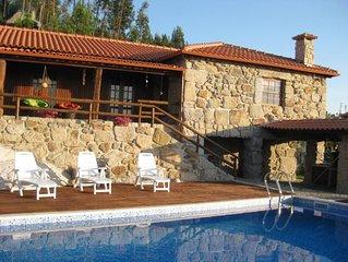 Quintinha rústica  com vista deslumbrante e piscina
