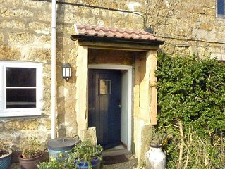 Dog friendly, rural location,on network of footpaths,close to country pub