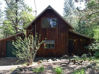 Secluded, Peaceful Cabin on 24 acres, creek, close-in (Mosier) - Pet Friendly!