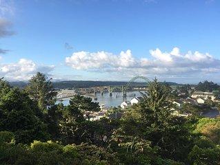 NEWPORT - Abbey Road - Spectacular ocean & bridge views, 30 day/long term rental