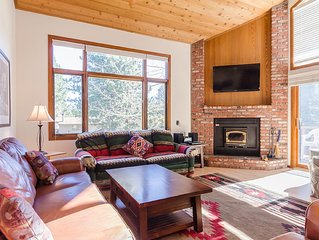 Woodlands: 2BR/Loft/2BA Sleeps 8  Beautiful Mountain Retreat, Winter & Summer