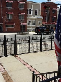 Neat townhouse 20 minutes to LGA Airport