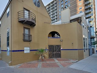 Simple & Cozy Loft - ATX Downtown, Austin