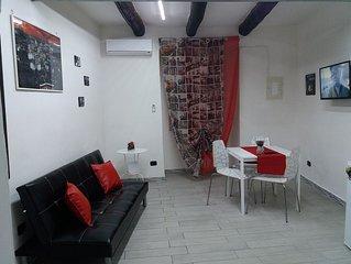 scugnizzi home è una piccola casa privata,al centro storico di Napoli .