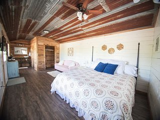 The Creekside Crib - The Cabins at Onion Creek